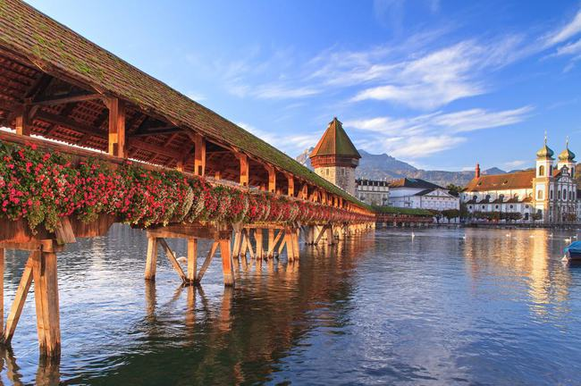 trải nghiệm thành phố Lucerne khi đi du lịch Thụy Sĩ