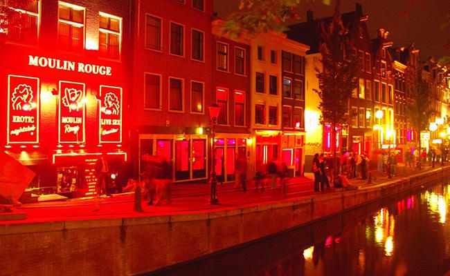 Ghé thăm khu vực phố đèn đỏ Amsterdam