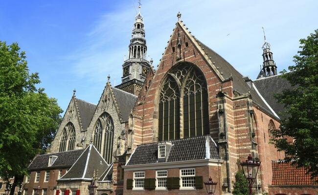 địa điểm du lịch ở amsterdam - nhà thờ oude kerk