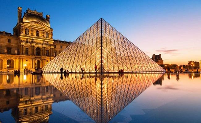Bảo tàng Louvre – địa điểm du lịch đẹp miễn phí ở Paris