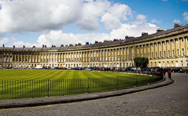 Kinh nghiệm du lịch Bath giá rẻ hấp dẫn cho người mới