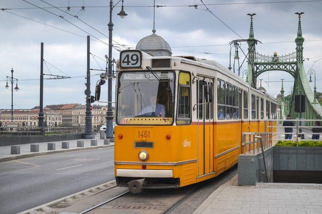 kinh nghiệm du lịch Hungary giá rẻ chi tiết từ A tới Z, Tuyến xe điện 49 tại Budapest