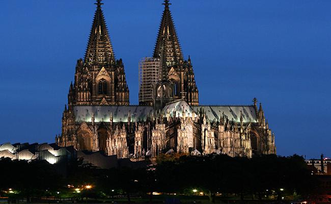 Nhà thờ chính tòa Köln nơi bạn nhất định phải đến khi tới Đức