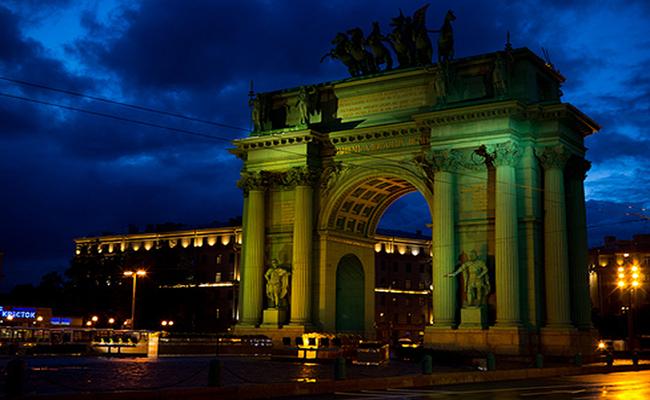 Đại lộ Champs Elysees một trong những nơi nổi tiếng nhất thế giới
