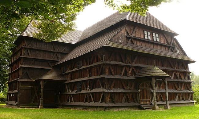 Nhà thờ bằng gỗ trên núi Karpat