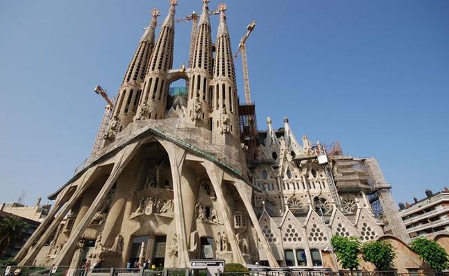Kinh nghiệm du lịch Barcelona giá rẻ chi tiết từ A tới Z