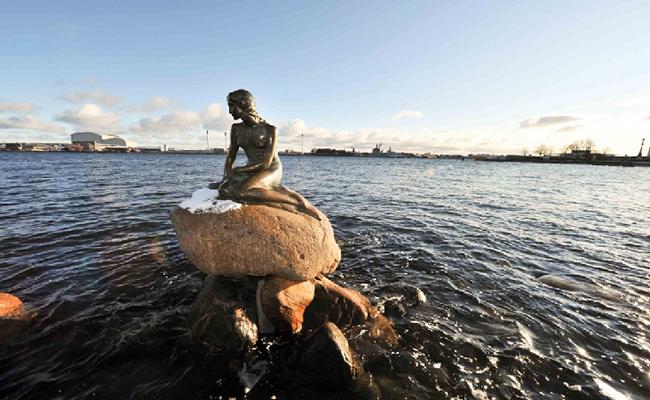 Bức tượng nàng tiên cá ở Đan Mạch