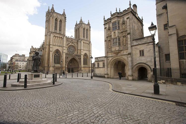 Thăm nhà thờ Bristol