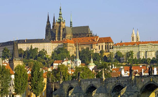 Khám phá lâu đài Prague một trong những lâu đài lớn nhất thế giới