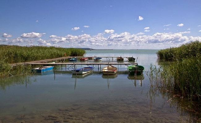 Hồ nước nóng tự nhiên Heviz nổi tiếng nhất Hungary