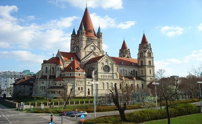 Khám phá cung điện Noispa nổi tiếng bậc nhất Châu Âu
