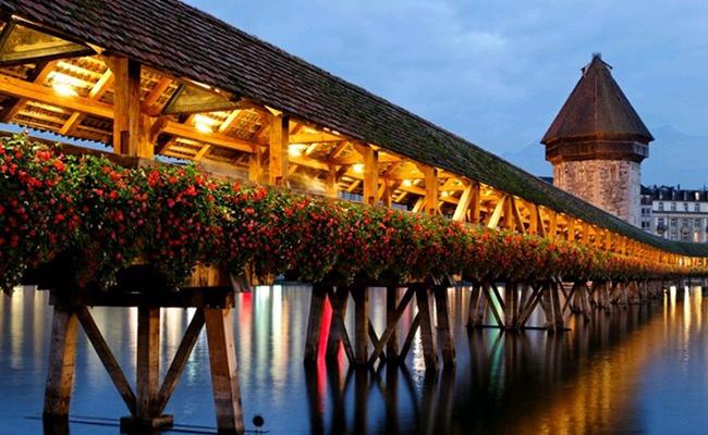Cây cầu gỗ Chapel thơ mộng đầy vẻ quyến rũ