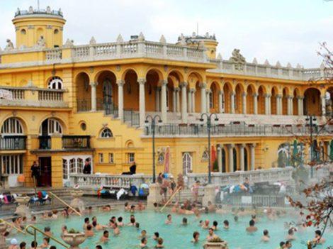 Trải nghiệm tắm suối nước nóng nổi tiếng từ thời La Mã