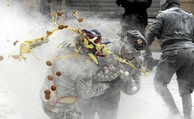 Khám phá lễ hội trứng và bột mỳ nổi tiếng của Tây Ban Nha