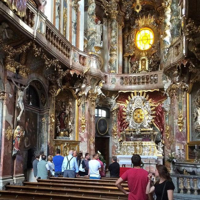 du lịch Munich - nhà thờ Rococo Asam