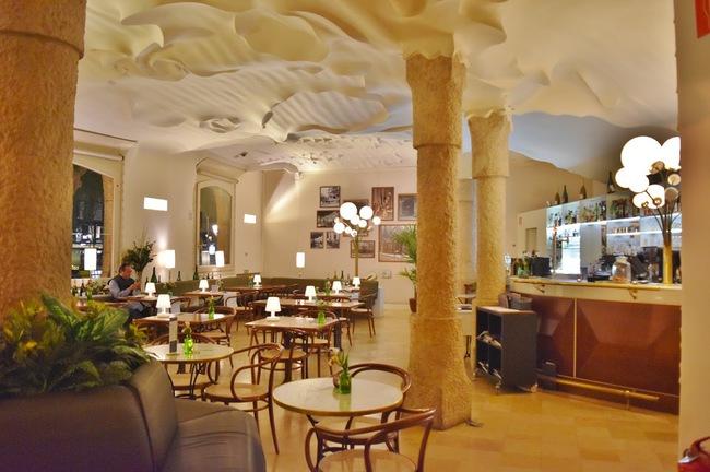 du lịch Barcelona - Cafe de la Pedrera