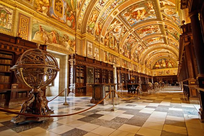 du lịch Madrid - tu viện Lorenzo del Escorial monastery