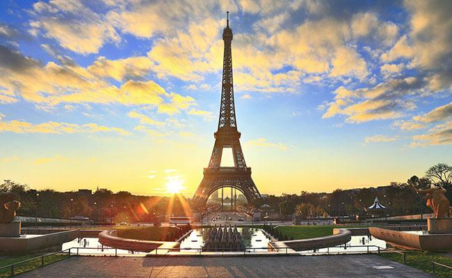 Đi du lịch Pháp cần chuẩn bị những thủ tục gì ?