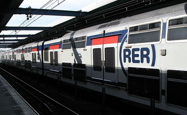 kinh nghiệm du lịch Pháp - tàu RER