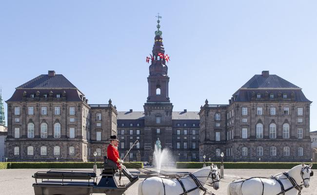 tour du lịch Bắc Âu - lâu đài Amalienborg