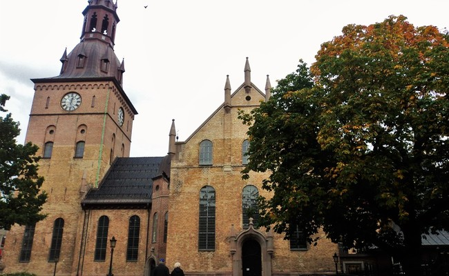 tour du lịch Bắc Âu - nhà thờ Oslo