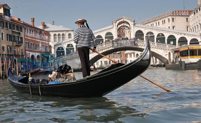 đất nước Ý - thuyền Gondola
