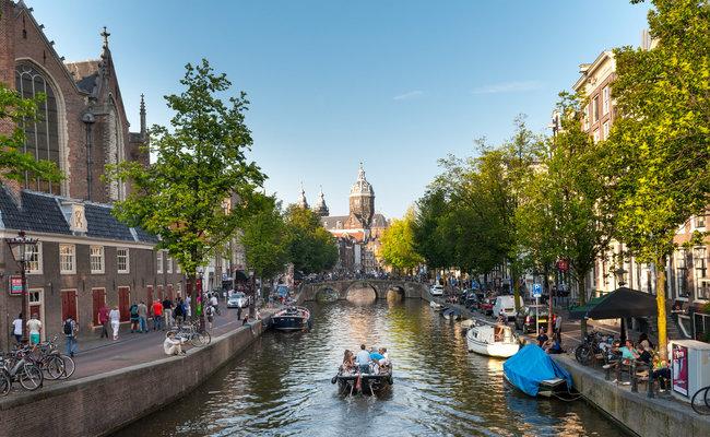 thành phố Amsterdam - du thuyền trên kênh