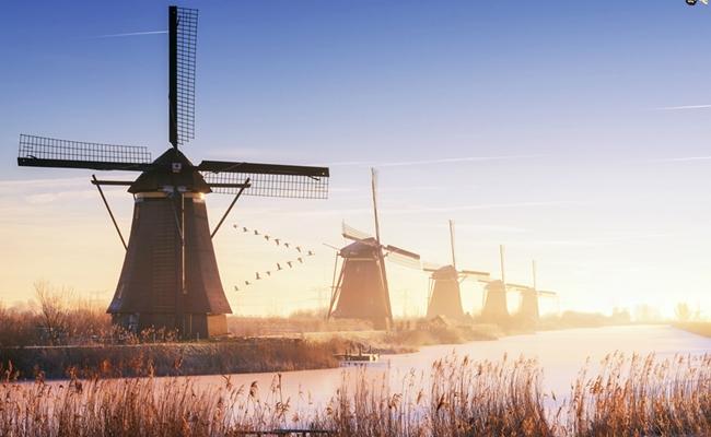 Ghé thăm làng Kinderdijk – ngôi làng của những chiếc cối xay gió