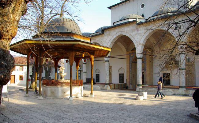 du lịch sarajevo - nhà nguyện Gazi Husrev - beg