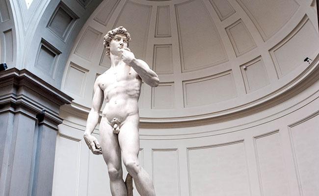Michelangelo là nhà điêu khắc thứ ba làm việc với bức tượng