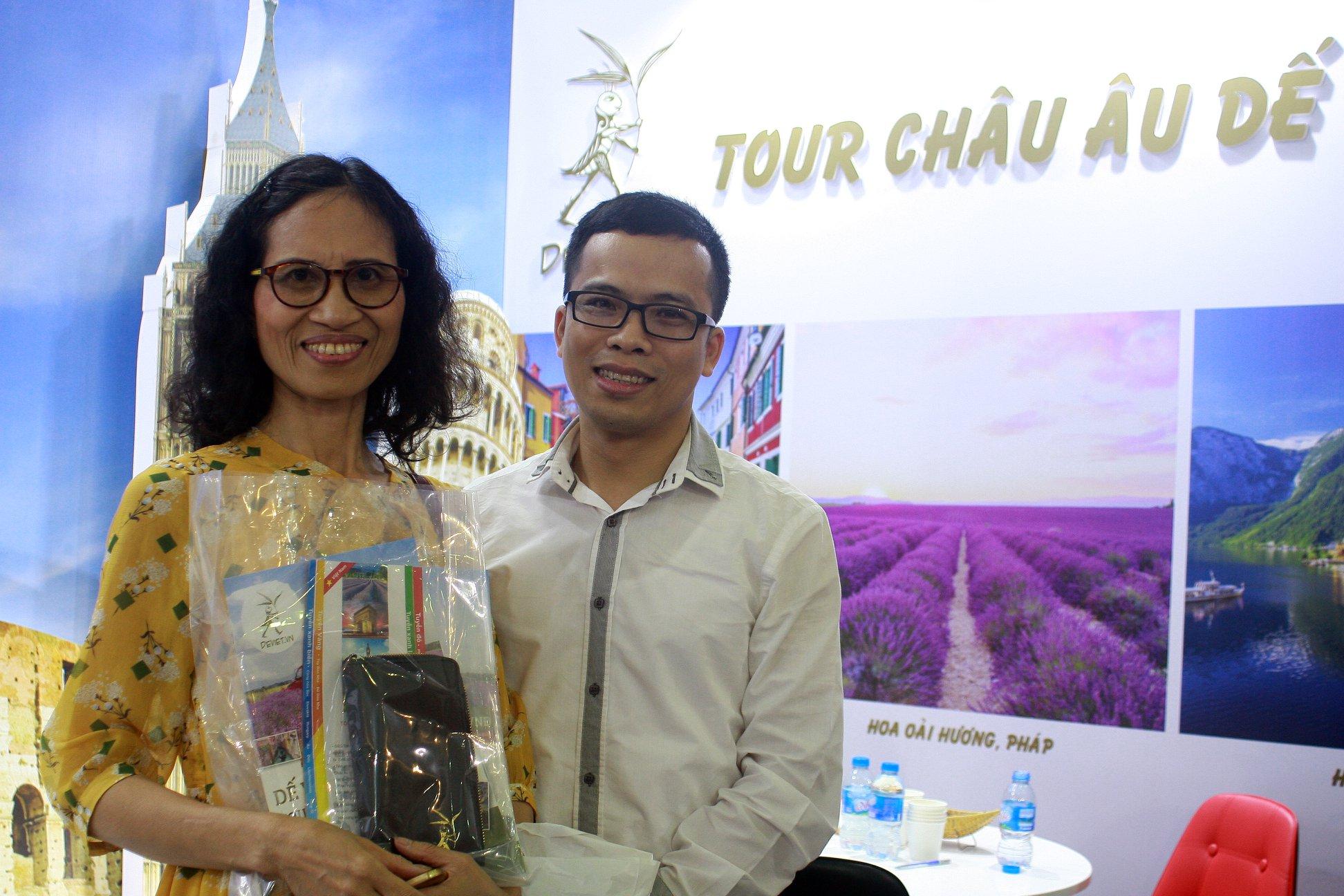 Niềm vui khi nhận được những món quà từ Dế Việt