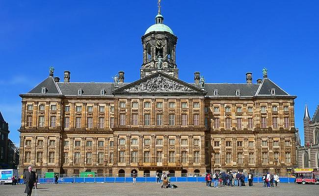 quảng trường dam square - cung điện hoàng gia