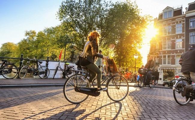 quảng trường dam square - đạp xe