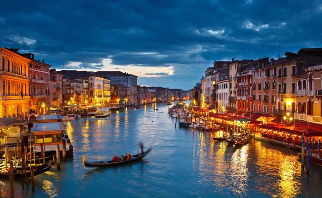 thuyền gondola - du thuyền buổi tối