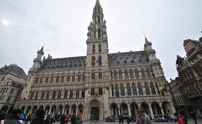 tòa thị chính brussels - tháp canh