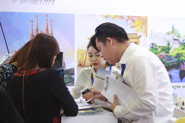 Đội ngũ nhân viên tư vấn chuyên nghiệp, nhiệt tình với mọi khách hàng
