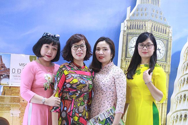 Rất nhiều khách hàng tham gia cùng Dế Việt
