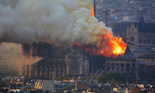 Cháy lớn tại Nhà thờ Đức Bà Paris thiêu hủy kiến trúc công trình tôn giáo
