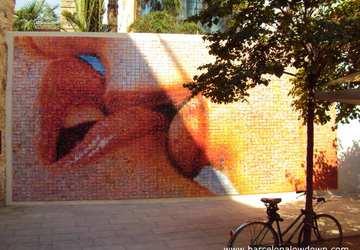 bức tường the world begins with every kiss - ảnh đại diện