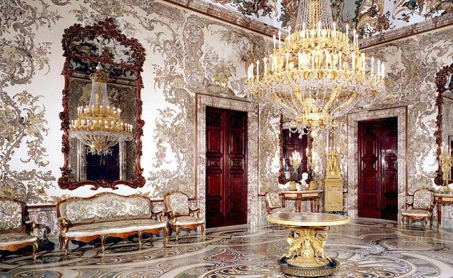 nội thất trong cung điện hoàng gia madrid