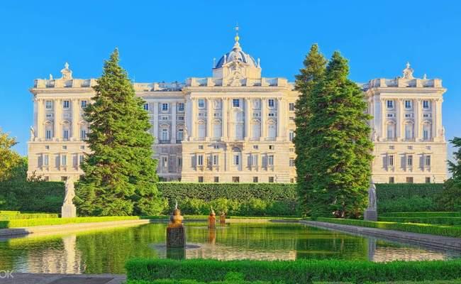 cung điện hoàng gia madrid nằm ở đâu?