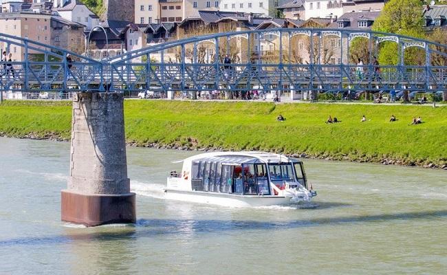 du thuyền trên dòng sông Salzach