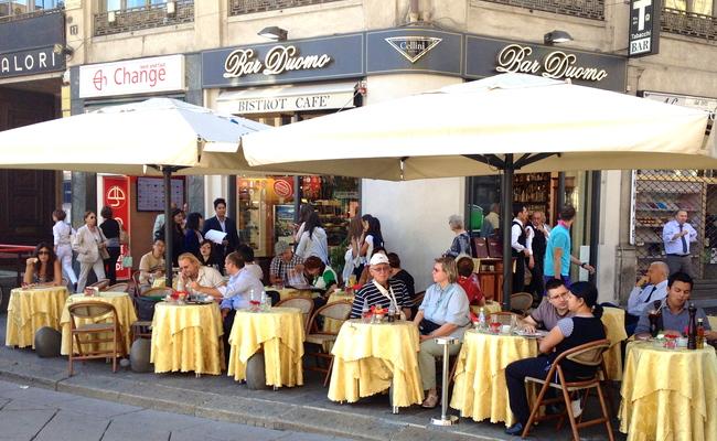 quảng trường piazza del duomo - quán cafe