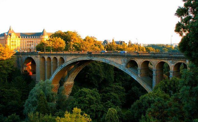 Ghé thăm cây cầu đẹp nhất Luxembourg – Cầu Adolphe