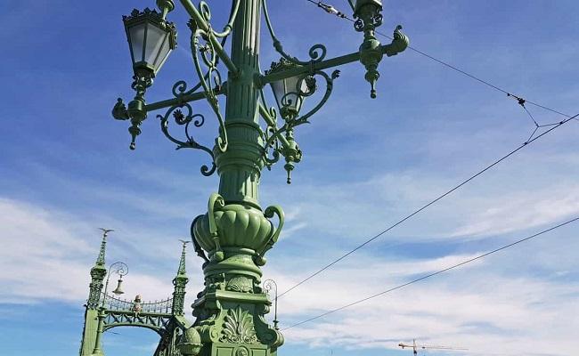 các chi tiết trang trí trên cầu liberty bridge