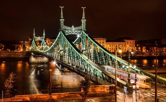 cầu liberty bridge cổ kính