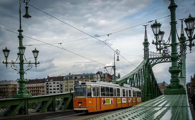 cầu liberty bridge - phương tiện di chuyển