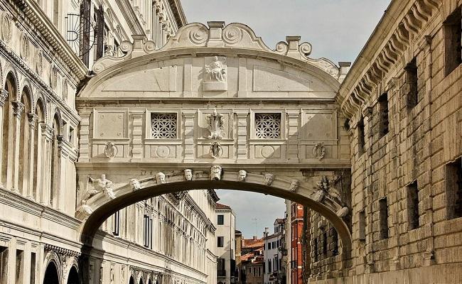 kiến trúc cây cầu than thở