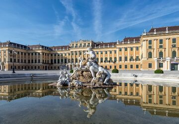 Cung điện mùa hè Schönbrunn
