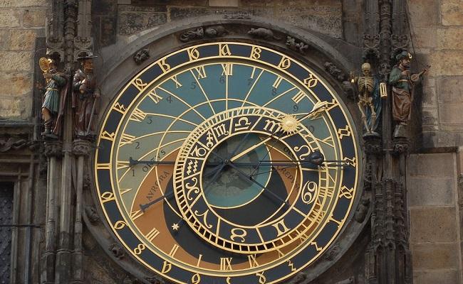 vẻ đẹp của đồng hồ thiên văn cổ